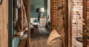 adelaparvu.com despre casa mica in Marea Britanie, turcoaz si lemn si caramida, ...