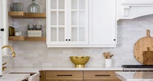 5 White Marble and Wood Kitchens We Love