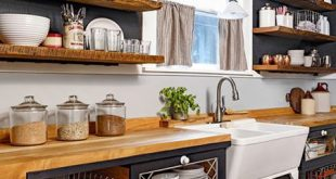 In dieser rustikalen Küche sehen Sie eine Rückkehr zu einem einfacheren Leben. Holzzähler